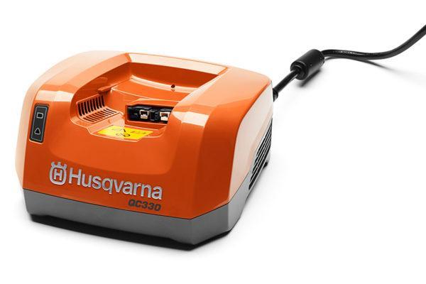 Husqvarna QC330 akkulaturi