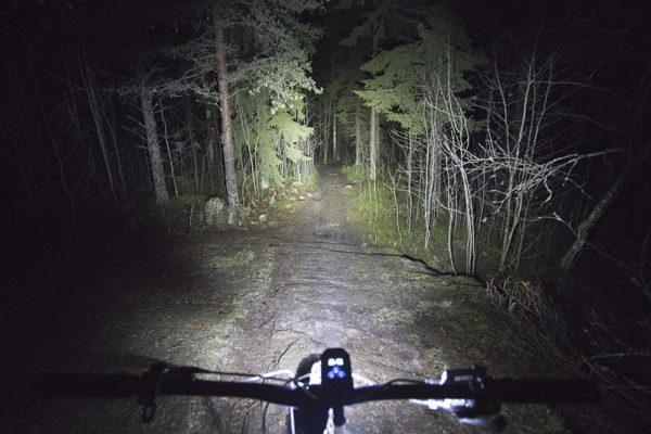 Nitecore BR35 pyörävalaisin pitkät valot täysi teho