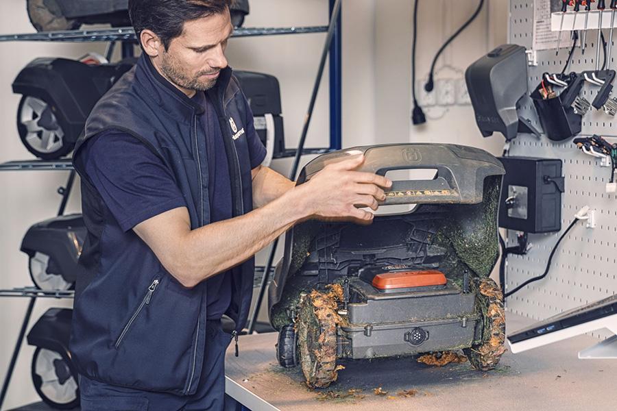 Husqvarna Automower robottileikkurien huolto ja talvisäilytys