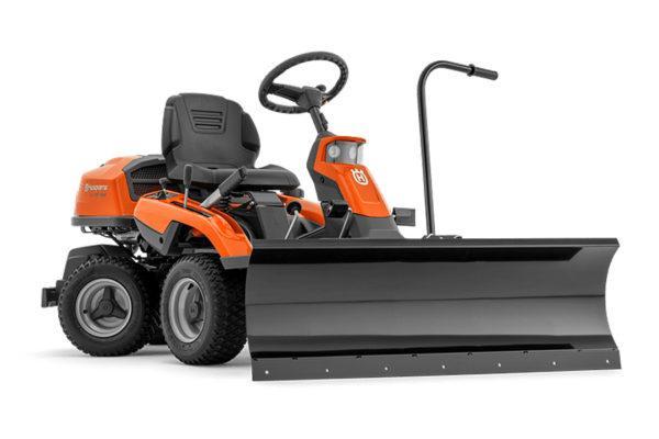 Husqvarna Rider R 216T AWD varustettuna lumiauralla (lisävaruste)